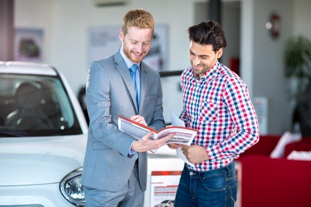 selling car insurance